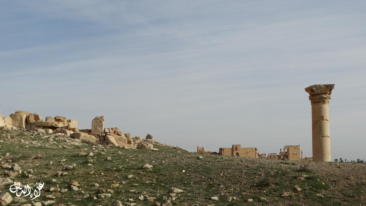 منظر طبيعي يظهر فيه المعبد